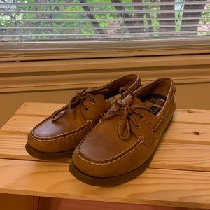 Sperry Boat Shoes. size 9
